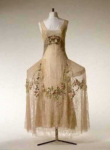 Evening gown from Boué Soeurs, Paris c. 1923-25.