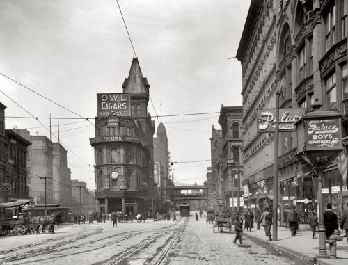 hilker:  Intersection of Main and Delaware in Kansas City, circa 1906