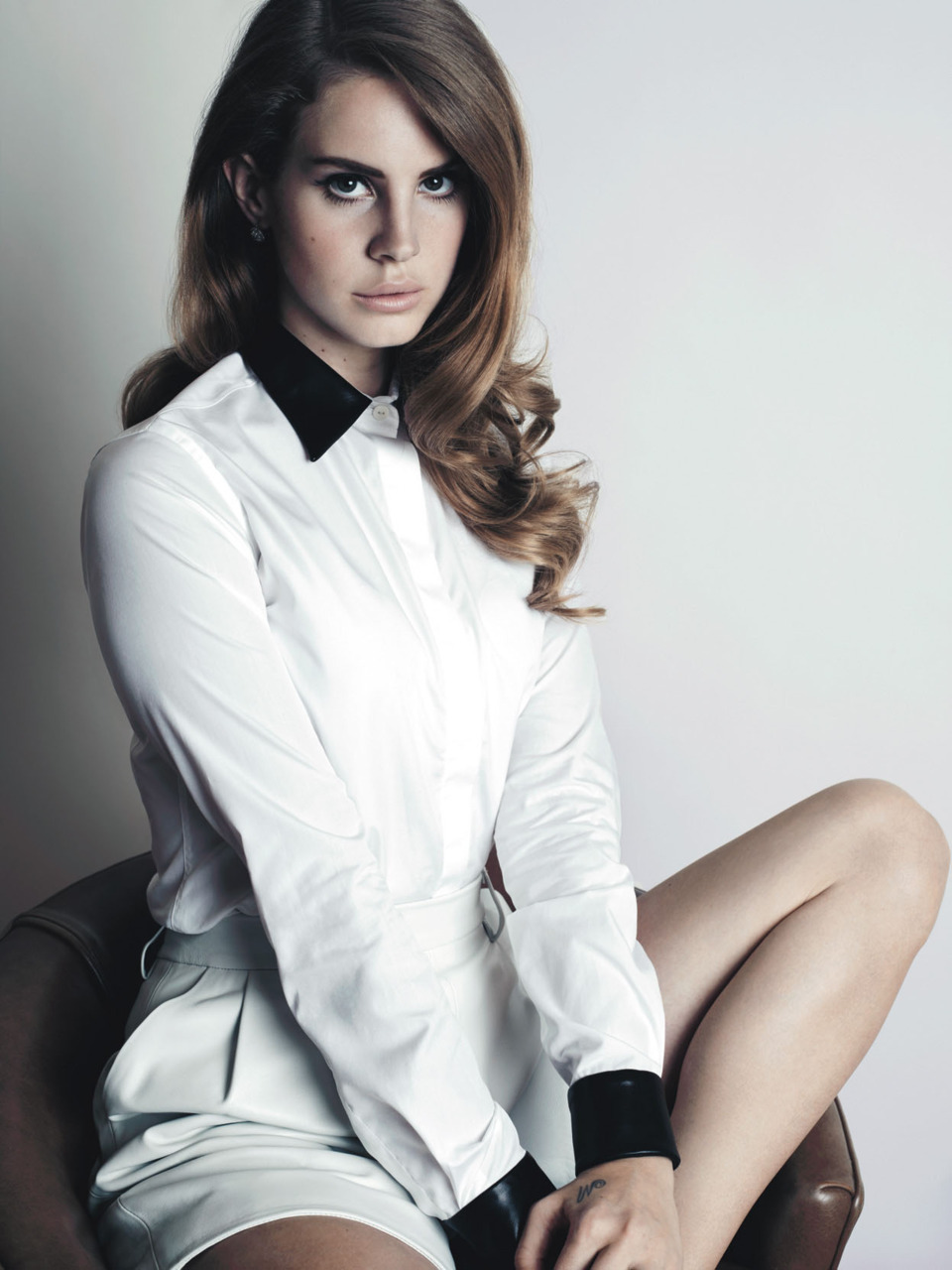 "Juicy Finds | Lana Del Rey We can't stop listening to Lana Del Rey's new single ""Born to Die"" released today. She's so glamorous and cool and Hollywood. Reminds us a little of someone else…  Photo by Jacob Sutton for W."