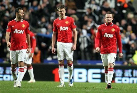 Giggs, Carrick, and Rooney after Newcastle score