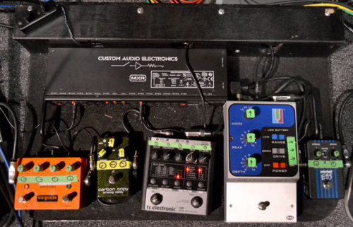 Ler LaLonde's Pedalboard One of Ler's three pedalboards he uses with Primus. Hear him demo the boards and talk about what he uses each effect for in our Rig Rundown video.