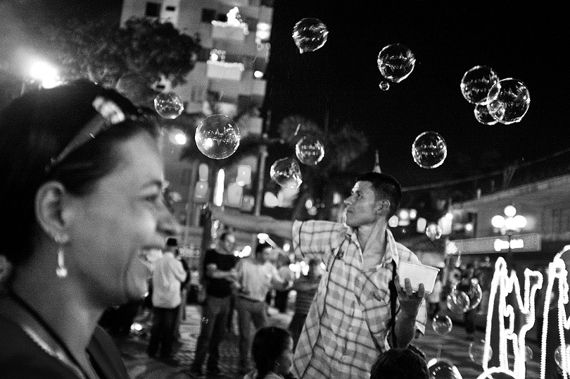 ENVIGADO. Vendor of soap bubbles at the main plaza.
