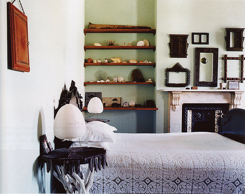 sweethomestyle:  Bedroom (by midcenturyjo)  Interesting shelving option for when I live in a smaller space.