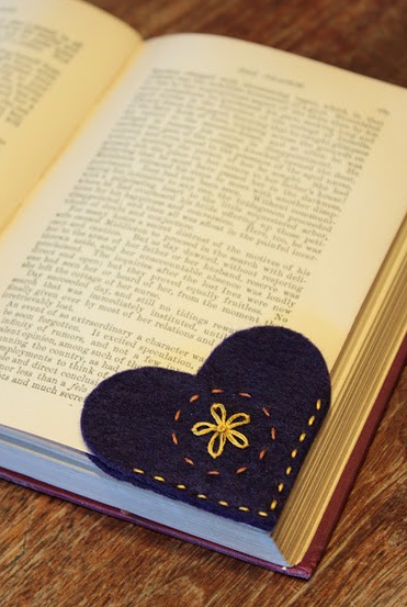 I love this idea for a bookmark! You could easily tie this on top of a gift as decoration too!