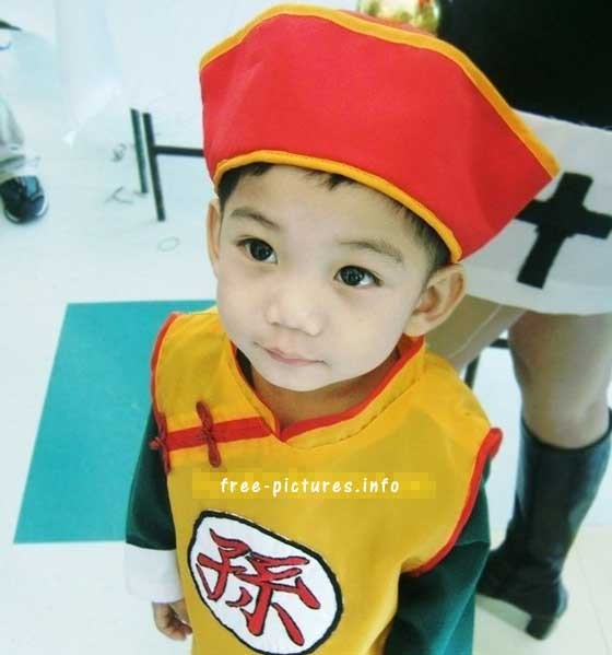 Soooo cute x3 I wish I could dress my son like that xD