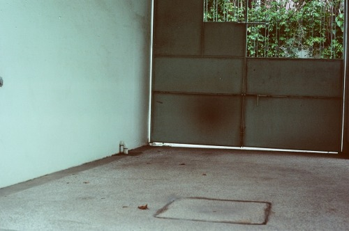 ::: Garage ::: Photo by: Amoreenoir  F:Kodak Ultima       C:Fed-2