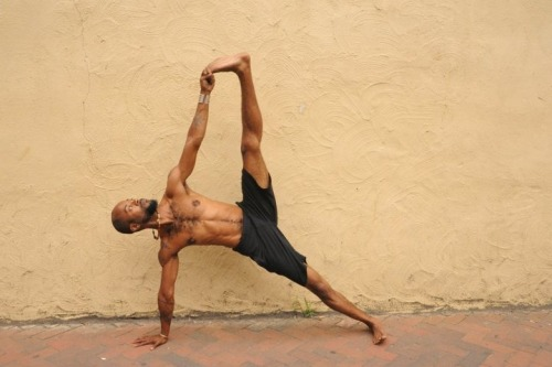 "blackyogis:    Side Plank Pose  Vasisthasana Jonathan Miles ""Martial artist, yogi, community activist, father, and the son of a preacher, Jonathan Miles is the co-founder of Project Yoga Richmond in RVA."" http://projectyogarichmond.org"