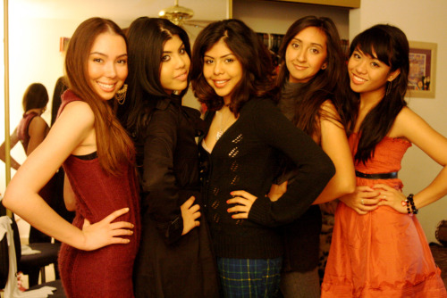 December 2009 when I was 17. Me and my girlfriendssss. I haven't really hung out with girls as much ever since I graduated, specifically these ones now that I talk about it lol. I miss them but I don't keep in touch. Love them all nonetheless xo