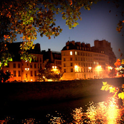 346_Paris la nuit, Ile Saint Louis by Calinore on Flickr.