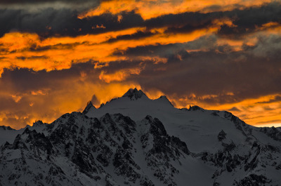 Fire on the mountain by Claudz [shotz] on Flickr.