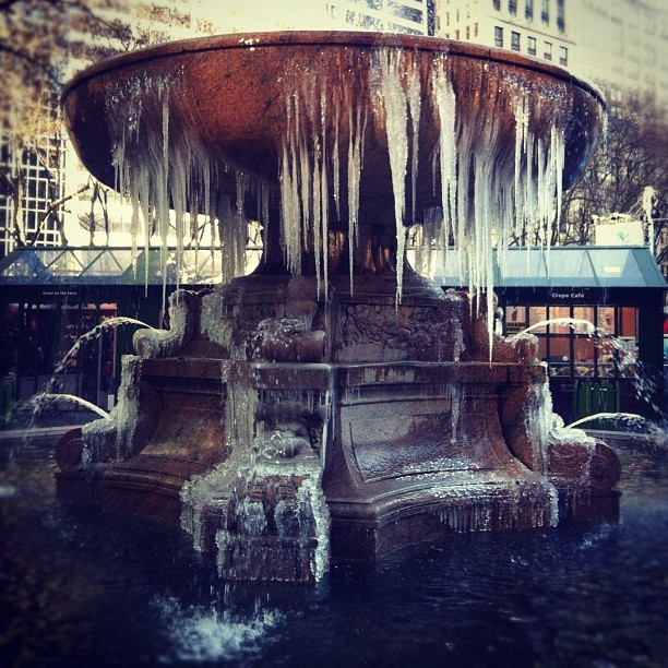 katespadeny:  missjennab:  luckymag:  frosty fountain in @bryantparknyc #nyc (taken with Instagram at bryant park)  Real life?! Amazing.  something quite magical!  #LOL NEW YORK YOU ARE COLD