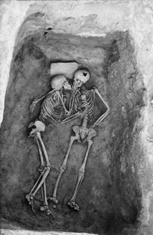rebellingy0uth:  6000 year old kiss. Hasanlu, Iran. i'd love to know their story