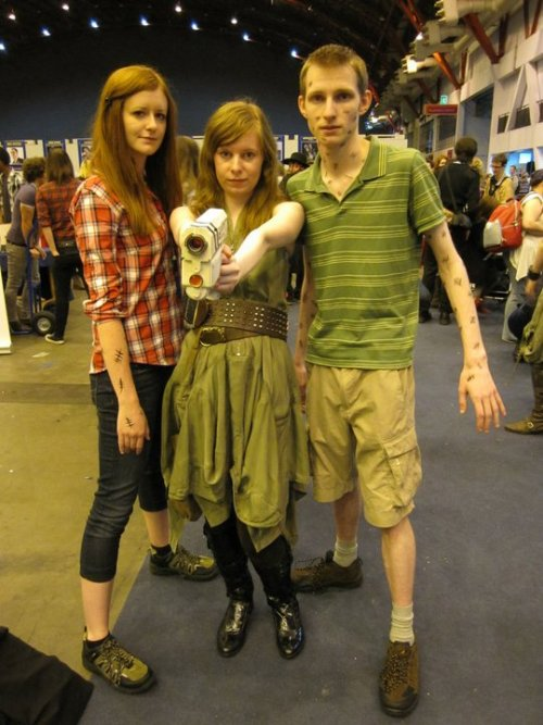 ukcosplay:  Characeters: Amy Pond, River Song and Rory Williams - Doctor Who Comtumers: Lisa Baxter, Jemz Thomson, and Rob Taylor Event: LFCC 2011 Submitted by: whatmakesmeexplode