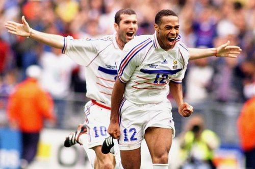 Remembering Les Bleus good old days… zizoufan:  1998: Zizou and Thierry Henry are happy. As always this year.