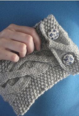 Here's a cool thing! Knitpicks is offering four knitting patterns that give their proceeds to WORK+SHELTER, a organization that helps women living in the slums of New Delhi:  WORK+SHELTER … will offer women living in the slums of New Delhi a fresh start. Theresa is working to give these women decent living conditions and a chance to build a better future. WORK+SHELTER will be a safe place where women can come with their children to live and work. She will be providing training, materials, and a fair wage, and members of WORK+SHELTER will be producing products to be sold in boutiques around the world. Theresa asked me to design garments and accessories that will be hand knit by the women living and working at WORK+SHELTER  At 2.99 for this cute clutch pattern, and 2.69 for the yarn, it doesn't cost a lot to do a good thing.