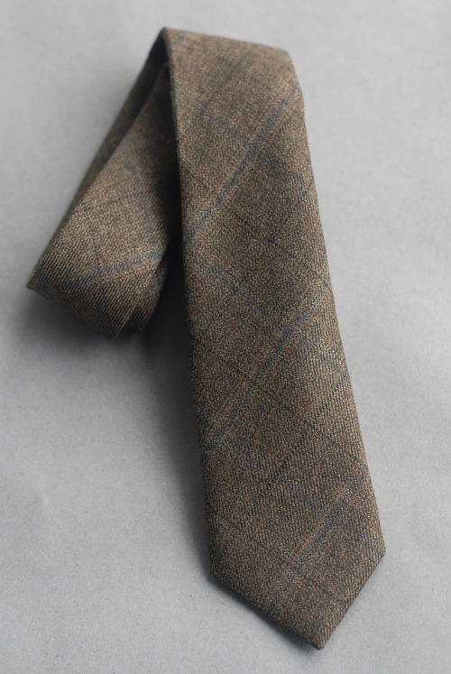 SKU No.  F12-3005 Brown Flecked Tweed with Checks  Cloth: 100% wool medium weight tweedColor: a muted, flecked brown with blue and black overchecks