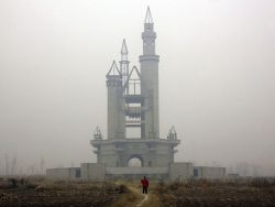 Pictures: China's Fake Disneyland, Overgrown and Ghostly National Geographic Society, nationalgeographic.com  http://flpbd.it/UOH0