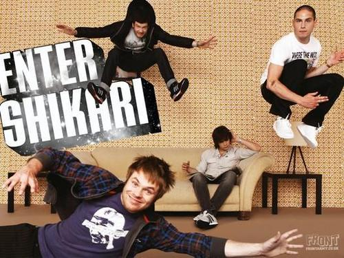 a-flash-flood-of-colour:  LOL at Rou's face.