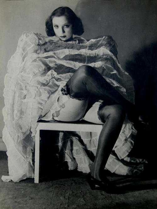 mirrormaskcamera:  (via Marieaunet: Man Ray)