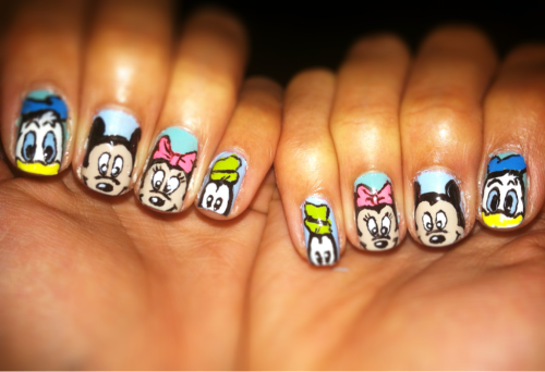 I'm going to Disneyland on sat so naturally I had to do Disney nails and when I saw xxsdxx mani I knew I had to try it! My Donald's are a little rough but other than that I'm pretty pleased with both hands lol