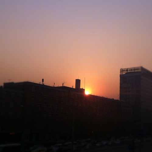 Chinese sunset ! #Beijing #china #skyporn #city #sunset #nature #igdaily #igaddict #iphone4 #instagramhub  (Taken with instagram)