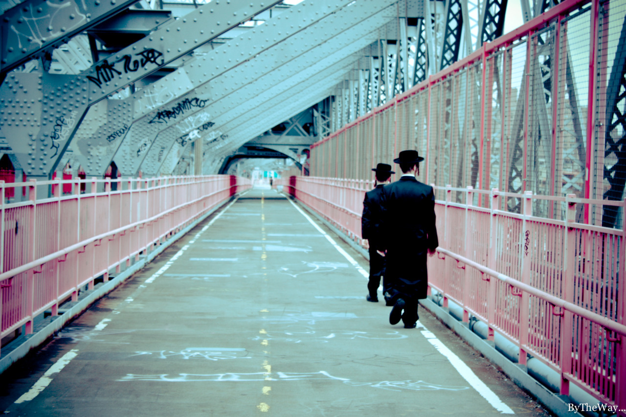 Hassids on the Williamsburg bridge - New York City