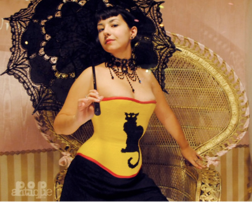 forthedagger:  Hand-manipulated intarsia Chat Noir sweater corset.  (Read: making this made my brain hurt.  A lot.) thelingerieaddict:  Pop Antique Corsetry via: The Lingerie Addict - What (You Didn't Know) to Look for in a Corset