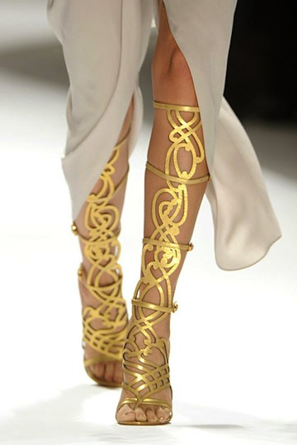whatwouldkhaleesiwear:  What Would Khaleesi Wear? Elle Tahari 2012 These Grecian shoes are to die for! submitted by negafinity