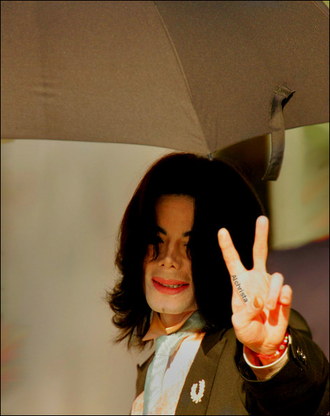 "'We had the feeling that when people saw the true side of Michael,they would fall in love with him all over again.The public would see Michael as an artist,a perfectionist;a man who insisted on getting his way,but who did it with great charm.And most of all with great talent.""   John Branca"