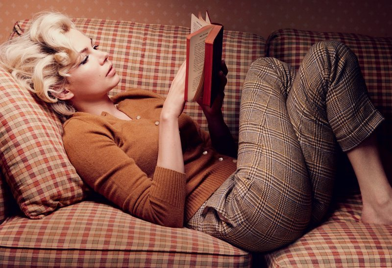 Michelle Williams reads (and is photographed by Annie Leibovitz).