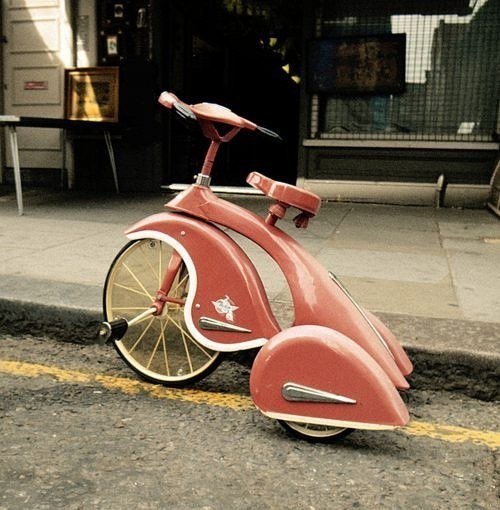 nelsoncarpenter:  vintagemarlene: retro tricycle For the streamlined toddler