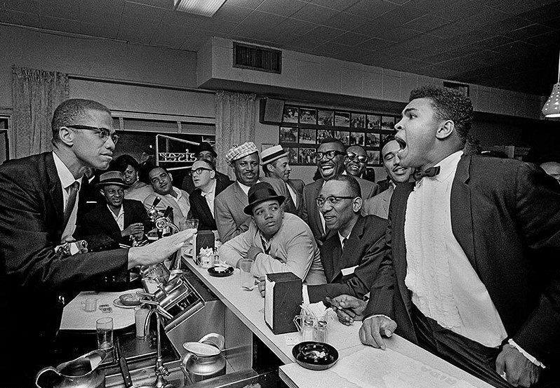 awesomepeoplehangingouttogether:  Malcolm X and Muhammad Ali by Bob Gomel
