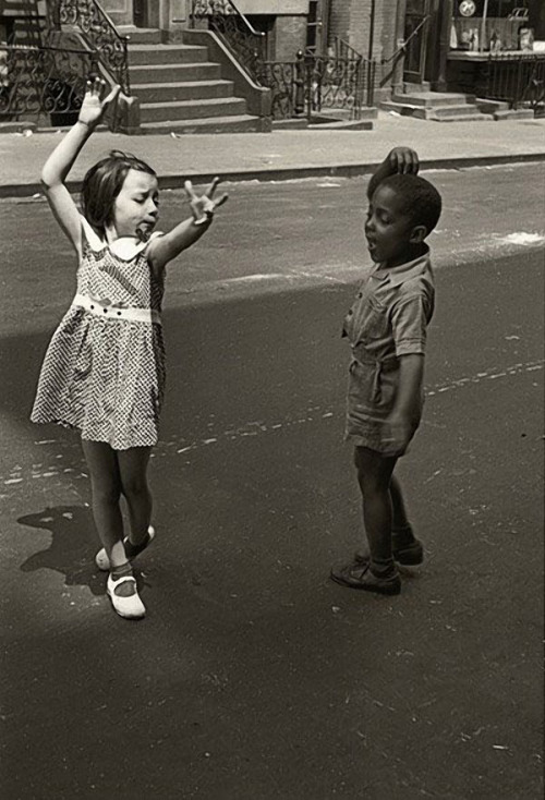 "Helen Levitt,""New York"" (circa 1942)"