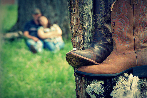 southerngraceandsweettea:  small town love (by ashley.claire)