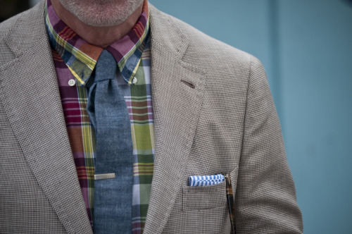 Pitti Uomo 81 Superb matching of the madras shirt with the denim/chambray tie. Judging by the posture and facial hair I'm guessing it's Wooster himself…
