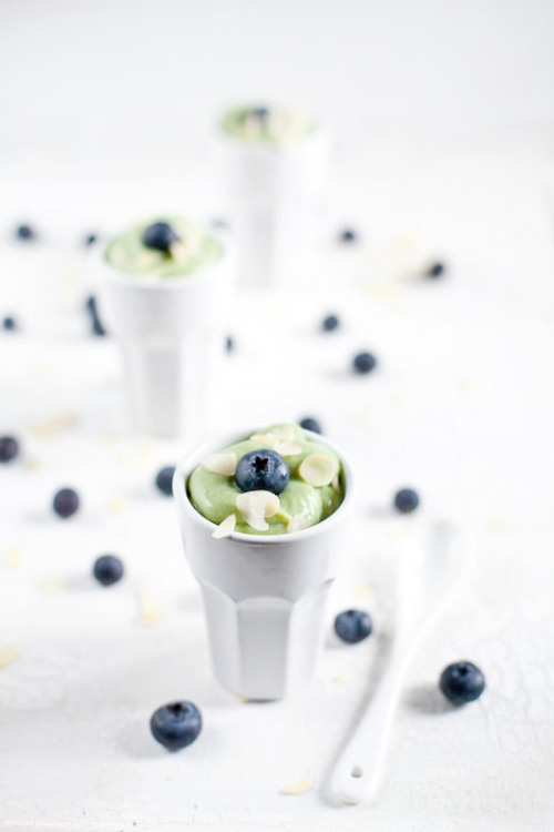 A real antioxidant explosion - Matcha Rice Cream With Blueberries and Almonds by Lucullian Delights
