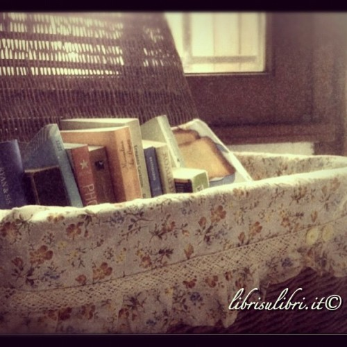 Alternative bookshelf :) #country #books #instabooks #librisulibri #libri #iphoneography #iphoneonly #old #home #valencia #flowers (Taken with instagram)