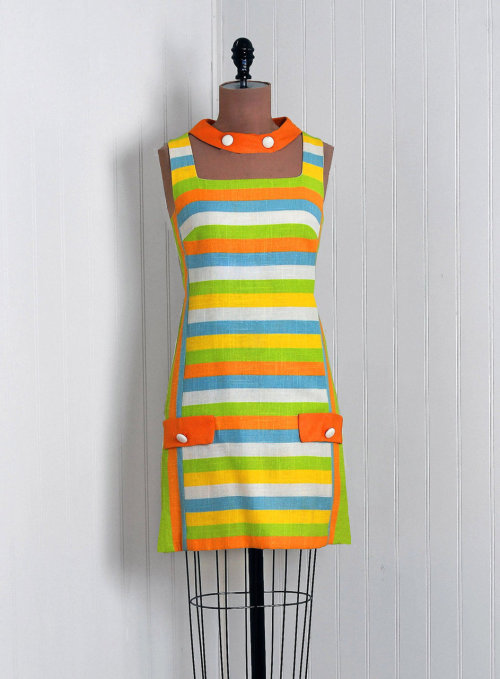 omgthatdress:  Dress 1960s Timeless Vixen Vintage  i would kick a child for this dress.