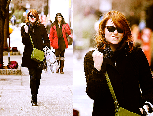 zephyroh:   Emma Stone gives a friendly growl at the Paparazzi 06/01/12  She learned from the best :