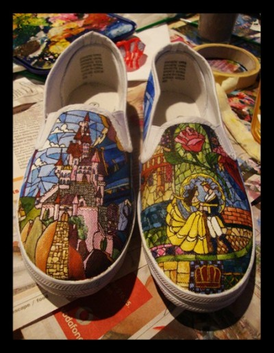 vladbride:  alice-in-disneyland:  disneyfoodtravel:  Beauty & The Beast Vans  Jaw on the floor.