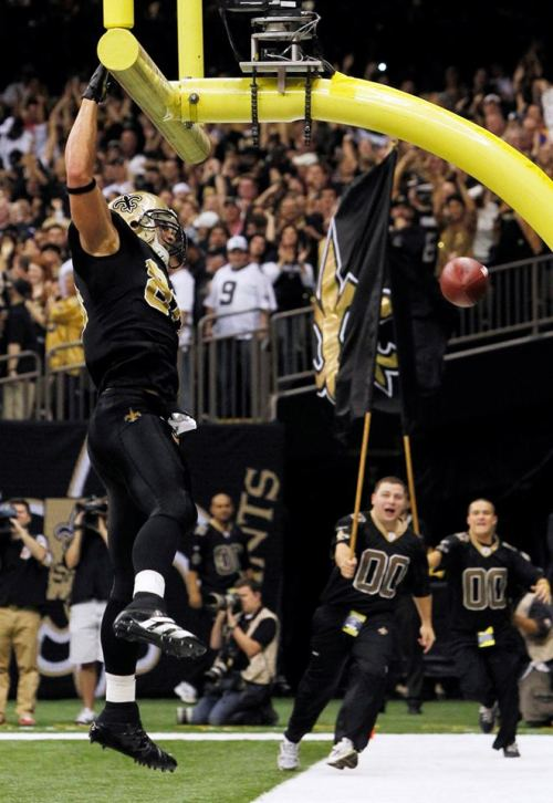 2nd-child:  Jimmy Graham being sexy as hell. As per usual. Saints won. HOLAAA ~