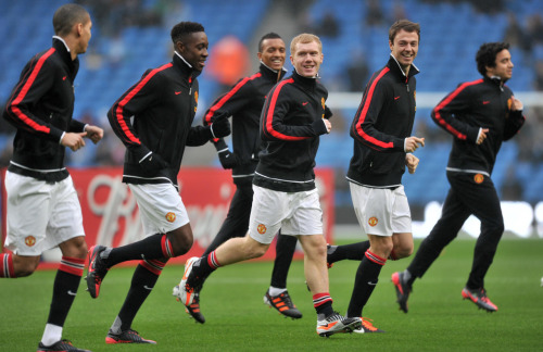 nickysacred:  Scholes back everybody happy !