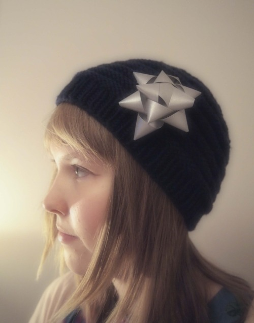 A merino wool beanie I knitted earlier this winter and a reflective bow I finished yesterday, to ward off both the cold and the dark of the Finnish winter. Both of my own design.