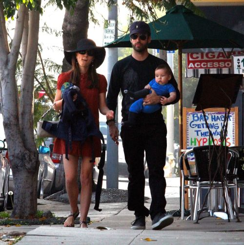 Natalie Portman & her family at the Farmer's Market in Los Feliz - January 6, 2012.