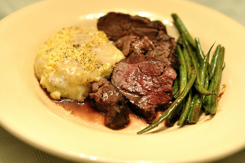 prettygirlfood:  Roast Beef Tenderloin with Port Sauce Recipe