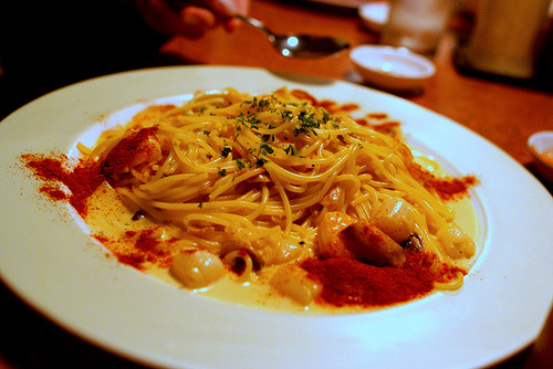 thefoodswag:  Spaghetti with Seafood in Saffron Cream Sauce (by Sklathill)