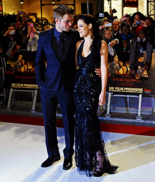 ateofie:  Yes, Rob.  Your wifey is gorgeous!!!