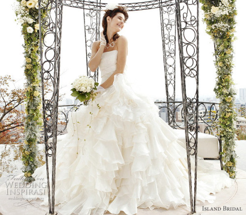 how pretty are the ruffles on this gown?