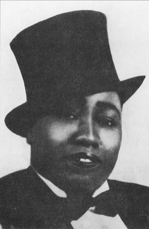 "Gladys Bentley was a blues singer during the Harlem Renaissance. She often dressed in ""men's"" suits and performed at gay venues."
