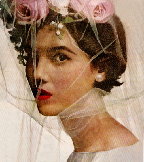 theniftyfifties:  Photo by Irving Penn for Vogue, 1956.